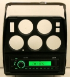 E13523 RADIO AND DIE CAST BEZEL-MILENNIA-WITH USB & AUX PORT-NO CD PLAYER-72-76